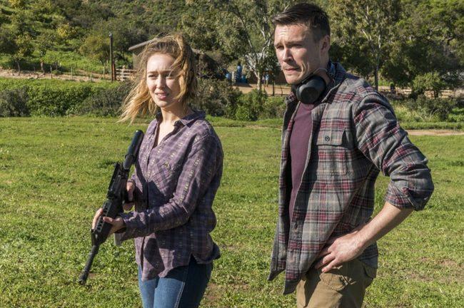 Джейк и Алисия укрепляют свои отношения, практикуясь в стрельбе