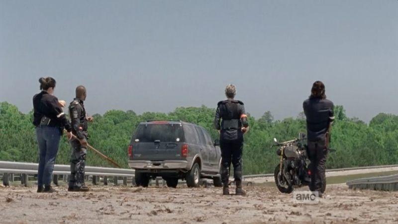 Тара, Кэрол, Дэрил и Морган стоящие на мосту