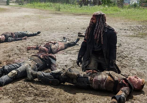 �езекиль с трудом выбирается из под груды тел своих солдат